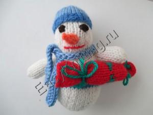 Снеговик связанный спицами