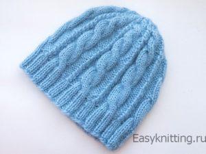 вязаная женская шапка голубая с косами